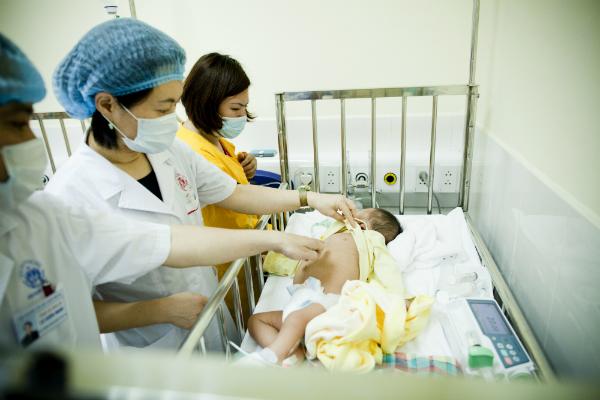 Hình 1. Gia tăng số bệnh nhân mắc sởi và các biến chứng của sởi tại Việt Nam